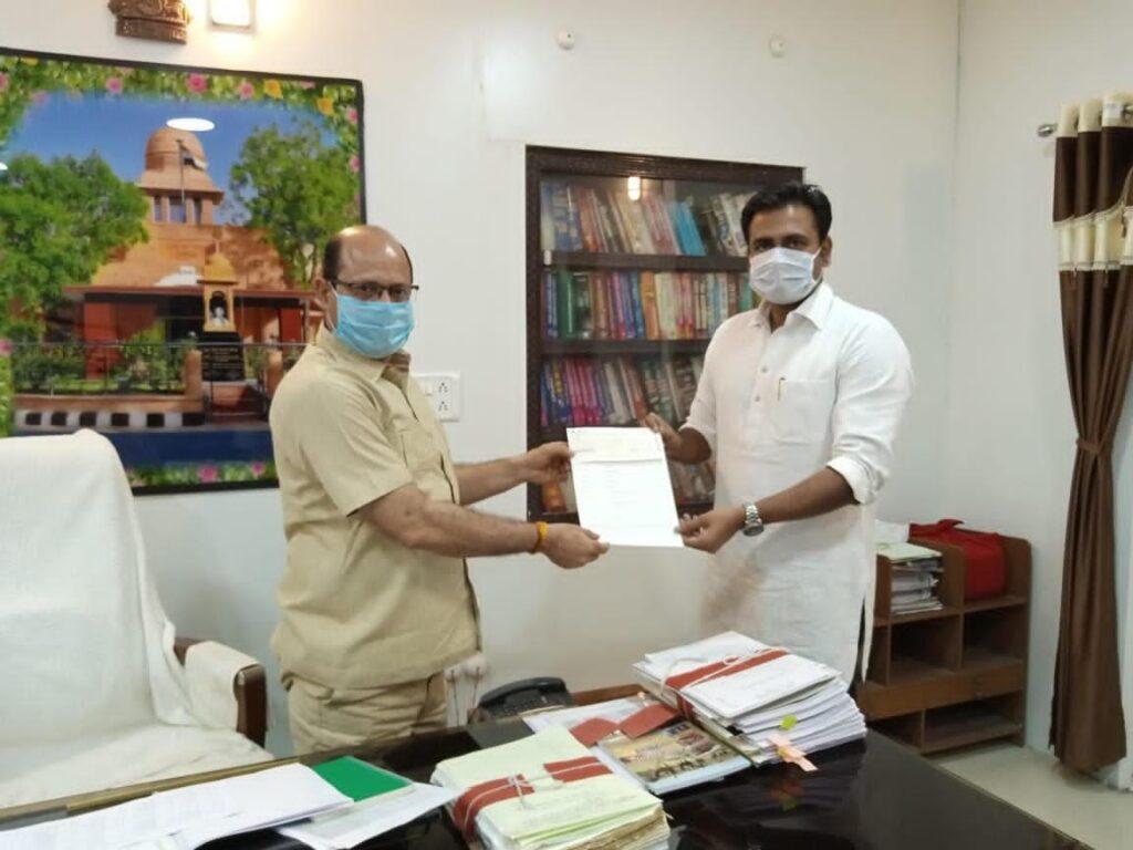 Azad Singh Rathore donates Rs 1 lakh to the CM-Relief Fund